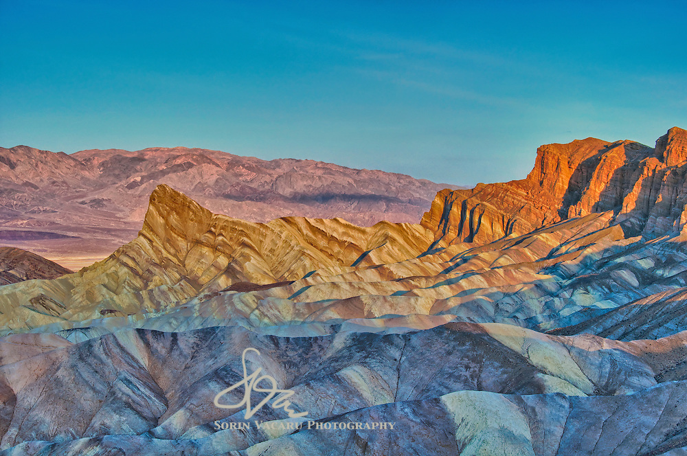 Features at Zabriskie Point go through the entire spectrum of colours in only a few minutes at sunrise.