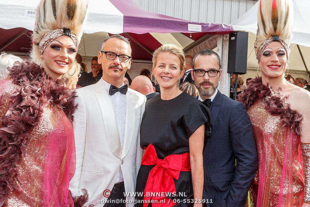 NLD/Amsterdam/20150530 - Amsterdamdiner 2015, Mabel Wisse Smit met Viktor & Rolf