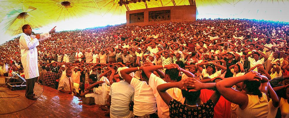 Messe dominicale à Port au Prince, 2000.