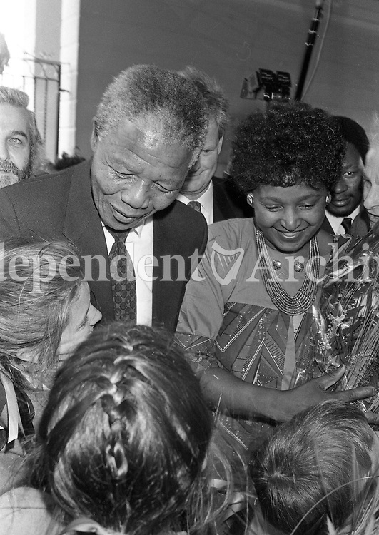 Nelson Mandela and Winnie Mandela arrive at the Berkley Court Hotel, 02/07/1990 (Part of the Independent Newspapers Ireland/NLI Collection).