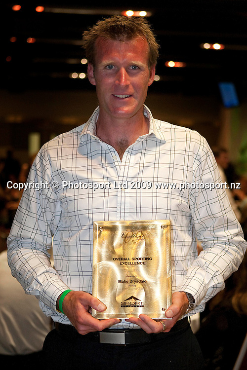 Supreme Award winner and Sportsman of the Year Mahe Drysdale (rowing). Sport Auckland Sporting Excellence Awards, Alexandra Park Function Centre, Auckland. Wednesday 9th December 2009. Photo: Simon Watts/PHOTOSPORT