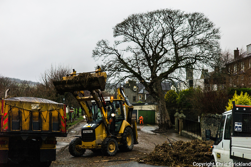 Peebles, Scotland, UK. 31st December 2015. The Borders town of Peebles cleans up this morning after the River Tweed flooded the town during Storm Frank.