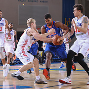 Westchester Knicks Guard WESLEY SAUNDERS (32) drives towards the basket as Delaware 87ers Center JORDAN RAILEY (32) defends in the first half of a NBA D-league regular season basketball game between the Delaware 87ers and the Westchester Knicks  Saturday Dec, 26, 2015 at The Bob Carpenter Sports Convocation Center in Newark, DEL