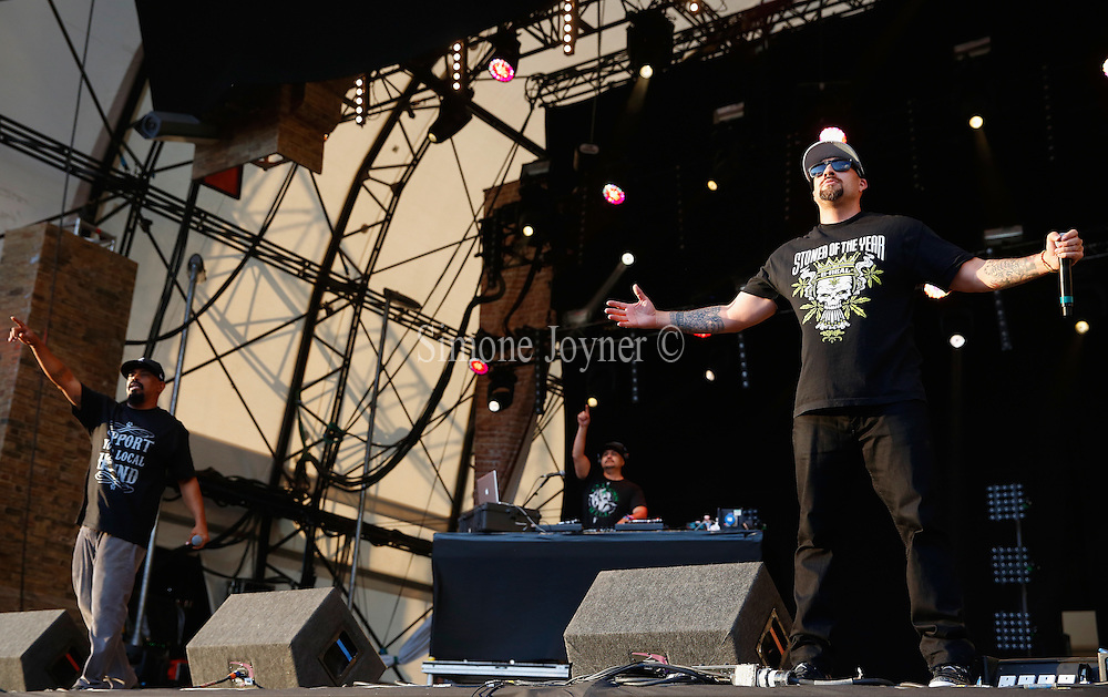 LONDON, ENGLAND - JULY 17:  (L-R) Sen Dog and B-Real of Cypress Hill perform live on the Main Stage during day one of Lovebox Festival 2015 at Victoria Park on July 17, 2015 in London, England.  (Photo by Simone Joyner/WireImage)