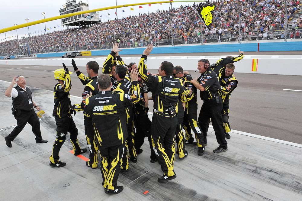 1-3 March, 2013, Avondale, Arizona USA. Carl Edwards crewmen celebrate the win on pit road.©2013, Scott R LePage .LAT Photo USA