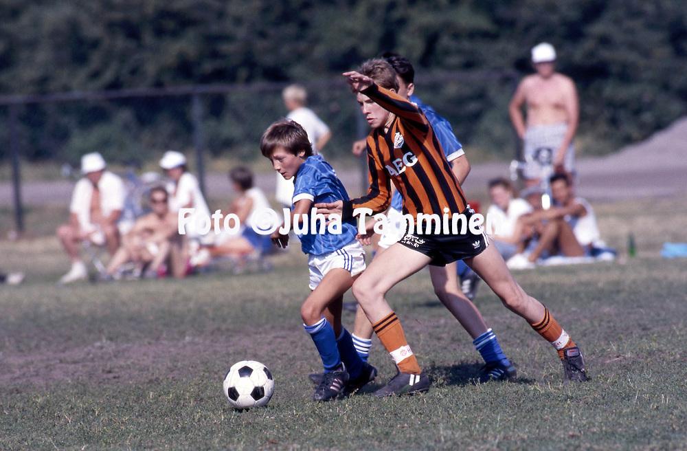 14.7.1988 - Helsinki Cup 1988.<br /> K&auml;pyl&auml;n Ravirata, Helsinki.<br /> Boys C-14, A.S. Aixoise (France) - Lahden Reipas.