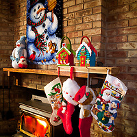WA09471-00...WASHINGTON - Fireplace decorated for Christmas.