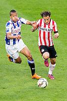 EINDHOVEN - PSV - SC Heerenveen , Eredivisie , voetbal , Philips stadion , seizoen 2014/2015 , 18-04-2015 , SC Heerenveen speler Luciano Slagveer (l) in duel met PSV speler Andres Guardado (r)