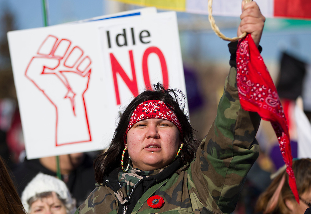 Idle No More protesters demonstrate at the base of the  Ambassador Bridge in Windsor Ontario, Wednesday, January 16, 2013. About 1000 demonstrators disrupted traffic to the country's busiest border crossing for several hours.<br /> THE CANADIAN PRESS/ Geoff Robins