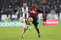 can - 25.01.2017 - Torino - Coppa Italia Tim  -  Juventus-Milan nella  foto: Gonzalo Higuain anticipa Zapata