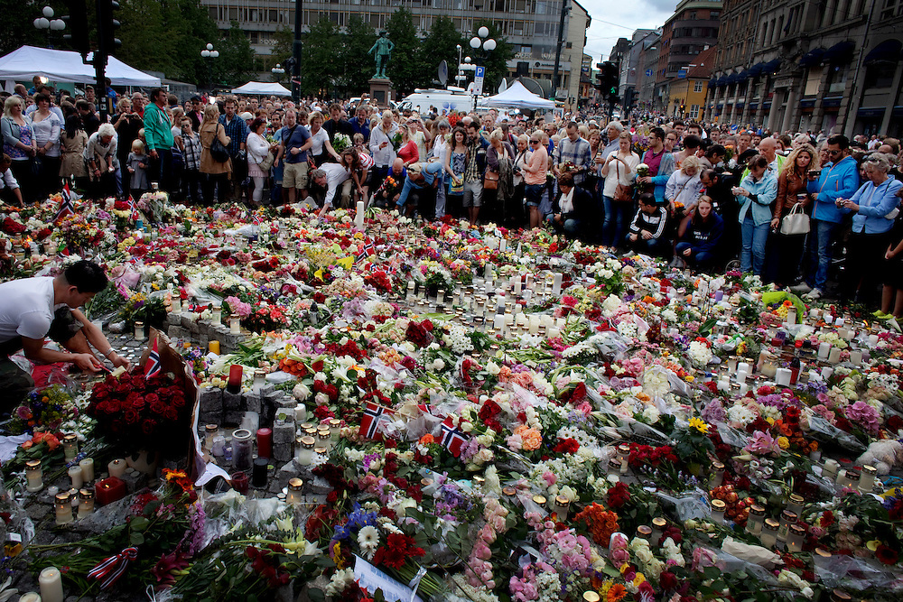 Ännu en stor sorgedag i Oslo. Idag hedrades alla offer, anhöriga och livet på en minnesgudstjänst i Oslos Domkyrka.