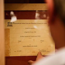 """Certification par l'UNESCO de l'inscription de L'appel du 18 juin (conserve par l'INA). """"Comment gouverne... Emmanuel Hoog"""", president de l'Institut National de l'Audiovisuel (INA). Bry-Sur-Marne, France. 7 janvier 2010. Photo : Antoine Doyen pour Challenges. Tous droits reserves."""