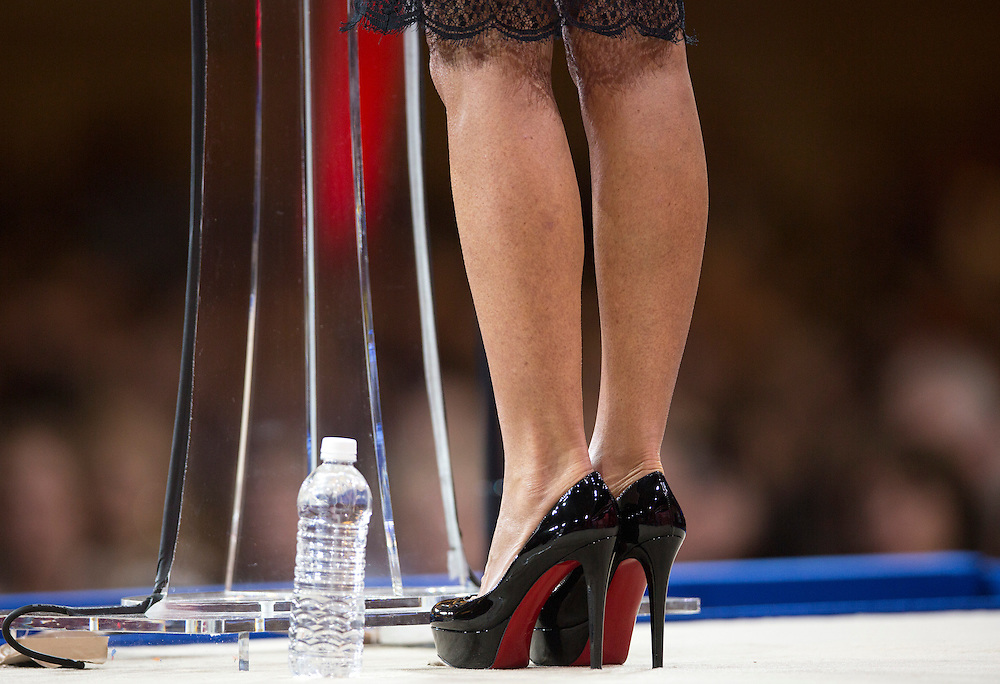 Former Republican Governor of Alaska Sarah Palin wears Christian Louboutin shoes as she speaks at the 42nd annual Conservative Political Action Conference (CPAC) at National Harbor, MD, February 26, 2015.      REUTERS/Joshua Roberts    (UNITED STATES)