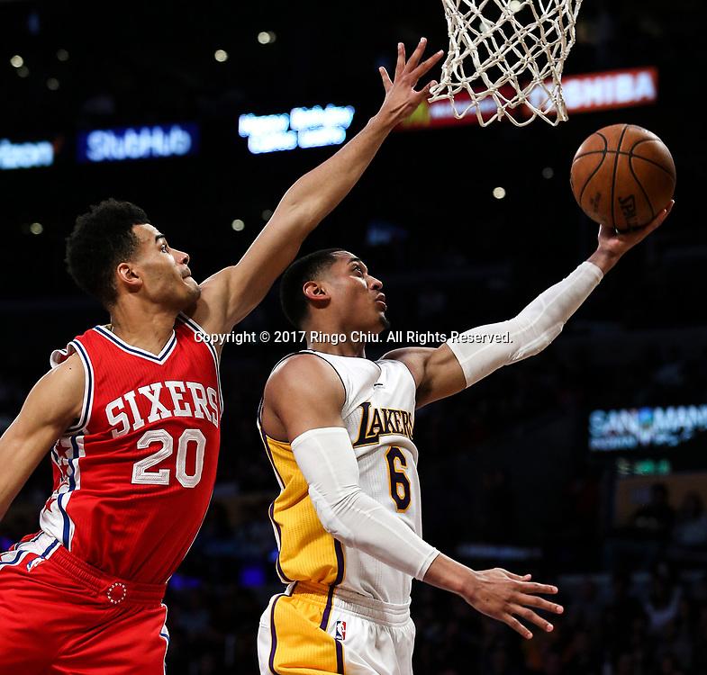 3月12日,洛杉矶湖人队球员乔丹&middot;克拉克森(右)在比賽中上篮。 当日,在2016-2017赛季NBA常规赛中,洛杉矶湖人队主场以116比118不敌费城76人队。 新华社发 (赵汉荣摄)<br /> Los Angeles Lakers guard Jordan Clarkson (#6)goes up for a layup against Philadelphia 76ers guard Timothe Luwawu-Cabarrot (#20) during an NBA basketball game Tuesday, March 12, 2017, in Los Angeles. <br /> (Photo by Ringo Chiu/PHOTOFORMULA.com)<br /> <br /> Usage Notes: This content is intended for editorial use only. For other uses, additional clearances may be required.