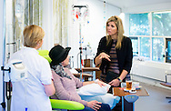 BILTHOVEN - Koningin M&aacute;xima bracht op dinsdagochtend 8 december een werkbezoek aan het Alexander Monro Borstkankerziekenhuis in Bilthoven. Het ziekenhuis richt zich uitsluitend op totale borstkankerzorg. COPYRIGHT ROBIN UTRECHT<br /> BILTHOVEN - Queen M&aacute;xima visited on  December 8 a working visit to the Alexander Monro Breast Cancer Hospital in Bilthoven. The hospital focuses exclusively on overall cancer care.COPYRIGHT ROBIN UTRECHT