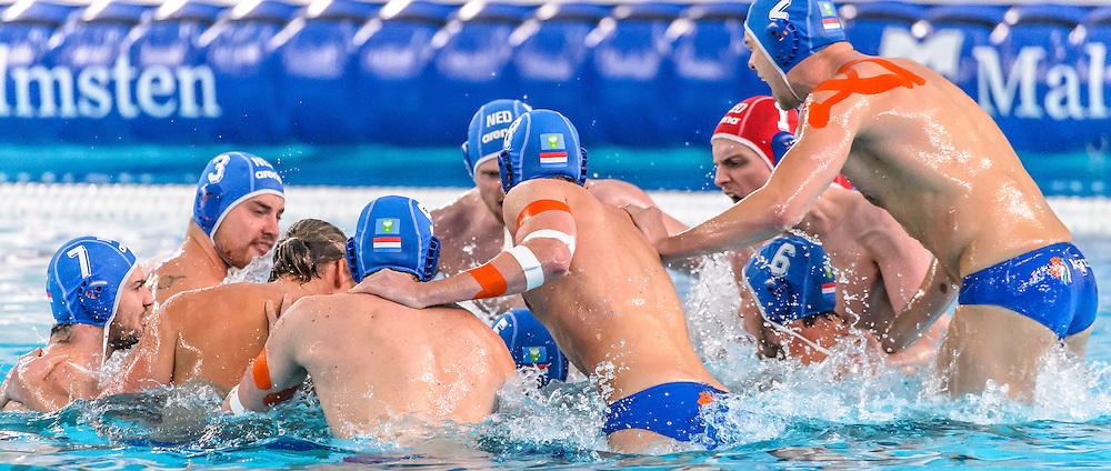 08-04-2016: Waterpolo: Frankrijk v Nederland: Triest<br /> <br /> Kick off team Nederland<br /> <br /> Waterpolowedstrijd tussen heren team Frankrijk en team Nederland tijdens kwartfinale van het Olympisch Kwalificatie toernooi (OKT) in het Italiaanse Triest<br /> <br /> Nederland kwalificeert zich niet voor de Olympische spelen van 2016 in Rio. Het team van Robin van Galen verliest na een 8-8 gelijkspel en strafworpen. <br /> <br /> Waterpolo match between gents of team France and team The Netherlands during quarter final of Olympic Qualification Tournament (OQT) at Triest in Italy<br /> <br /> Foto: Gertjan Kooij