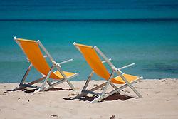 San Vito Lo Capo - Italia - Uma das praias mais procuradas na Sicilia, por suas aguas azuis. / San Vito Lo Capo - Italy - One of the most popular beaches in Sicily, for its blue waters.