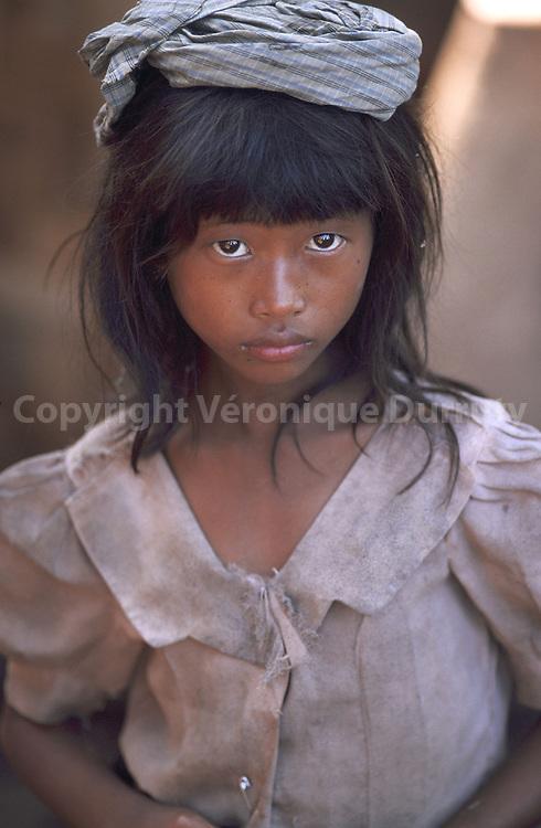 Petite fille birmane