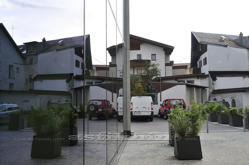 Reflection of hotel Munde