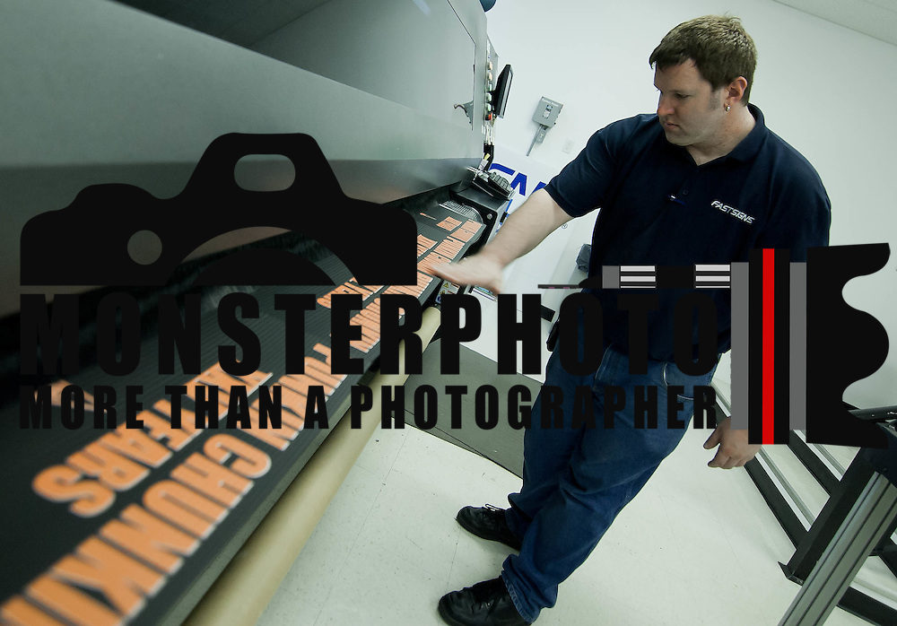 10/27/10 Wilmington DE: Production Co-Worker Scott Griffith as he does a final inspection on prints that are coming from the Croma Print 22 UV Printer by DuPont...Special to The News Journal/SAQUAN STIMPSON.