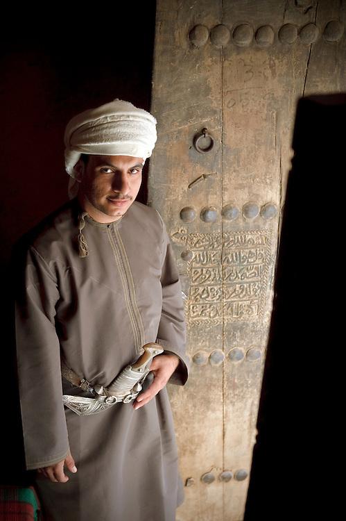 Al-Hamra, Sultanate of Oman - 27 November 2008.Omani man poses for the photographer...Photo: EZEQUIEL SCAGNETTI.