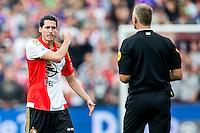 ROTTERDAM - Feyenoord - Willem II , Voetbal , Seizoen 2015/2016 , Eredivisie , Stadion de Kuip , 13-09-2015 , Speler van Feyenoord Marko Vejinovic  (l) heeft het aan de stok met Scheidsrechter Liesveld (r) voor de zoveelste overtreding zonder kaart