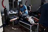 Iraq, Mosul: Foreign and Iraqi doctors treating an heavy injured Iraqi soldier at a field first aid clinic in the west-southern outskirts of Mosul. Alessio Romenzi