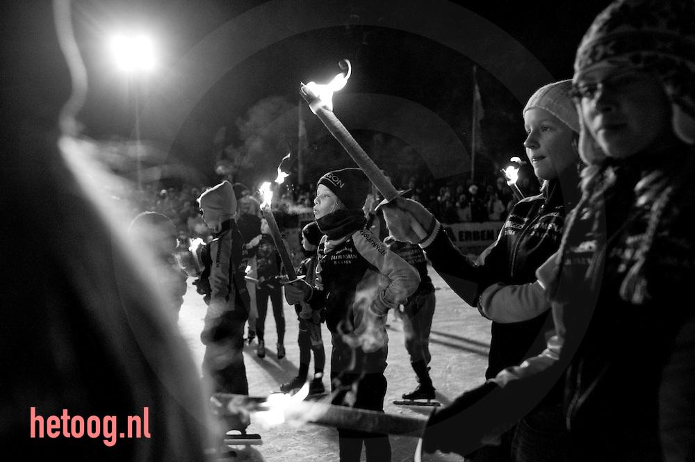 """hetOOG waar: schaatsvereniging """"stokvisdennen"""" Dalfsen Wat: NK Kortebaan/afscheid Erben Wennemars Wanneer: maandag elf januari 2010 21:35 uur"""