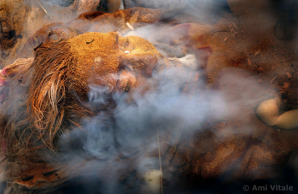 Ganges-Cremation-An elderly Indian woman who just passed away is brought to the holy Ganges river and cremated December 11, 2001 in Varanasi, India.