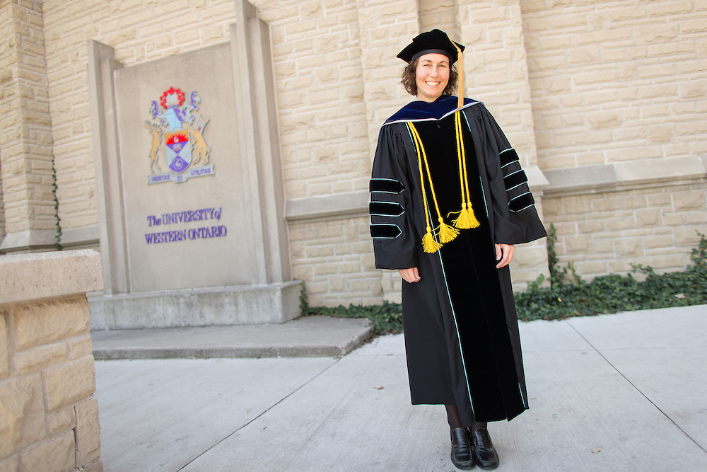 Dr. Elizabeth Greene receives the 2014-2015 Marilyn Robinson Award for Teaching Excellence during Western's Convocation at Alumni Hall in London, Ontario, Friday,  October 23, 2015.<br /> Western University/ Geoff Robins