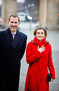 1-12-12014 - BERLIN King Felipe and Queen Letizia of Spain visit the Branderburger tor with mayor Klaus Wowereit in Berlin, Germany, 1 December 2014. The King and Queen are in Germany for an official visit. COPYRIGHT ROBIN UTRECHT