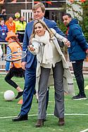 21-4-2017 VEGHEL Koning Willem-Alexander en Hare Majesteit Koningin Maxima geven vrijdagochtend 21 april op basisschool De Vijfmaster in Veghel, gemeente Meierijstad, het startsein voor de landelijke opening van de Koningsspelen. Tijdens deze vijfde editie staat het thema 'Feest' centraal. De dag begint met een ontbijt, daarna wordt er door de leerlingen gezongen, gedanst en gesport. COPYRIGHT ROBIN UTRECHT<br /> <br /> 21-4-2017 VEGHEL King Willem-Alexander and Her Majesty Queen Maxima give Friday April 21 at school Five Master Veghel, municipality Meierij City, launched the nationwide opening of the King Games. During this fifth edition the 'Party' theme. The day starts with breakfast, then it is sung by the students, dancing and sports. COPYRIGHT ROBIN UTRECHT