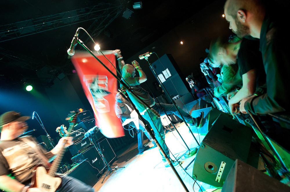King Giant plays to a huge crowd at JAXX, in Springfield, VA!