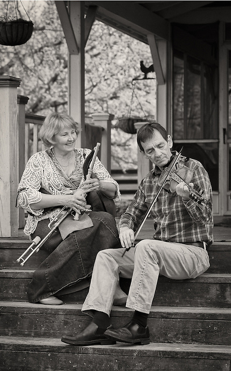 Cathy Wilde and Larry Green playing traditional Irish music on the uilleann pipes and fiddle.