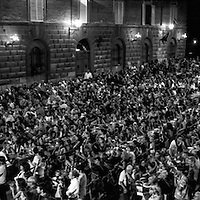 The dinner before the race at the Contrada del Nicchio, more than 1500 persons gathered to eat the day before the Palio