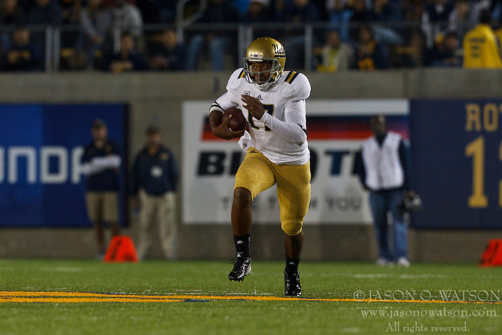 BERKELEY, CA - OCTOBER 06: Quarterback Brett Hundley #17 of the UCLA Bruins scrambles out of the pocket against the California Golden Bears during the second quarter at California Memorial Stadium on October 6, 2012 in Berkeley, California. The California Golden Bears defeated the UCLA Bruins 43-17. (Photo by Jason O. Watson/Getty Images) *** Local Caption *** Brett Hundley