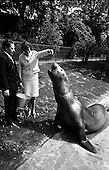 1965 - National Seafood Cook 1965, visits the Zoo