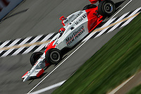 Helio Castroneves at the Michigan International Speedway, Firestone Indy 400, July 31, 2005