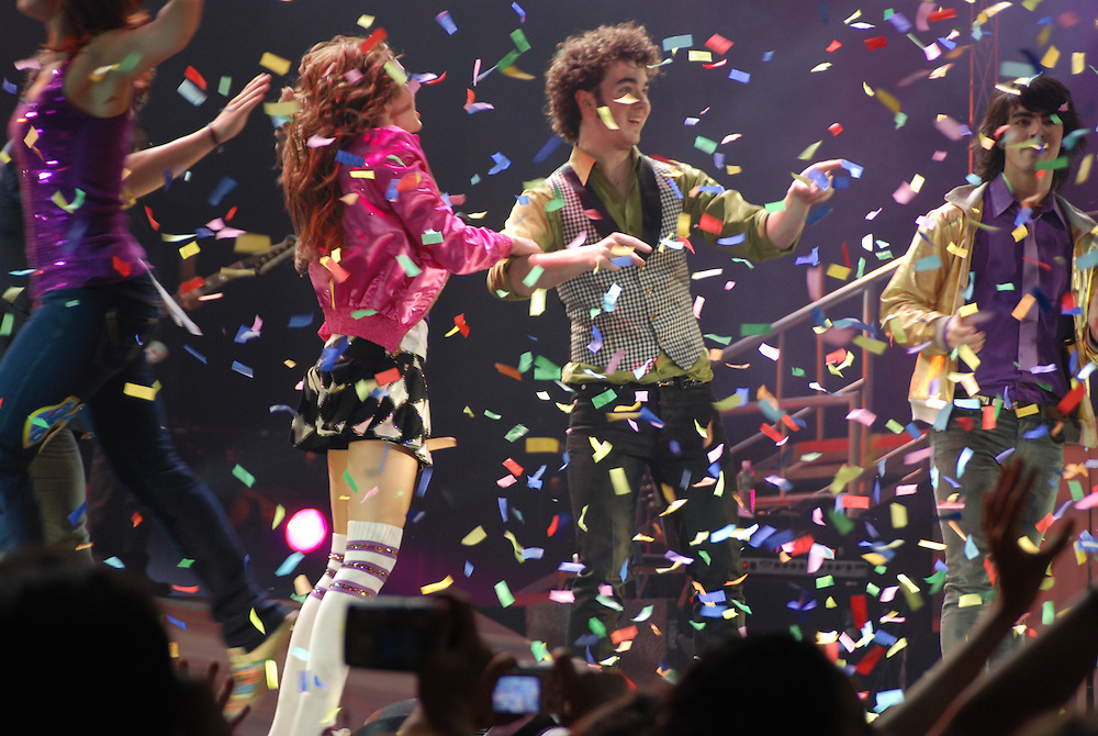 Finale. Miley Cyrus and Jonas Brothers. December 19, 2007. Hartford Civic Center.