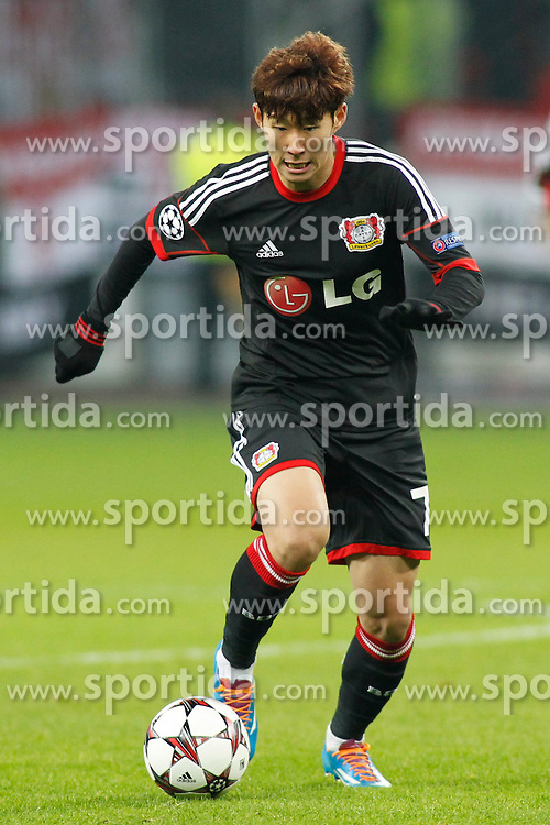 27.11.2013, BayArena, Leverkusen, GER, UEFA CL, Bayer Leverkusen vs Manchester United, Gruppe A, im Bild Heung-Min Son #7 (Bayer 04 Leverkusen) im Alleingang auf das gegnerische Tor Freisteller, Cutout // during UEFA Champions League group A match between Bayer Leverkusen vs Manchester United at the BayArena in Leverkusen, Germany on 2013/11/28. EXPA Pictures &copy; 2013, PhotoCredit: EXPA/ Eibner-Pressefoto/ Grimme<br /> <br /> *****ATTENTION - OUT of GER*****
