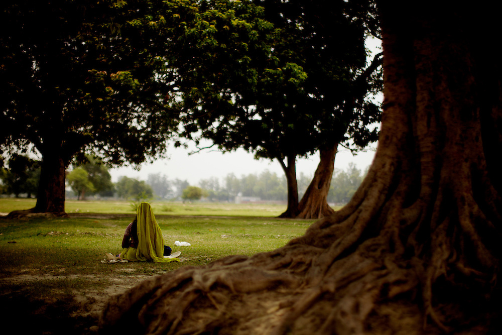 An unidentified woman of the Lodh comunity, a so-called OBC (other backwards caste) sit under a tree working on a bedsheat during the scorching mid-day temperatures...The caste system in India was abolished by law 60 years ago, but is still deeply rooted in society where it is difficult but not impossible to move to a socially better place...Photo: Eivind H. Natvig/MOMENT