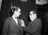 1953 - Dr Noel Browne TD Receives a Fainne at Belvedere Hotel  347-4922.jpg
