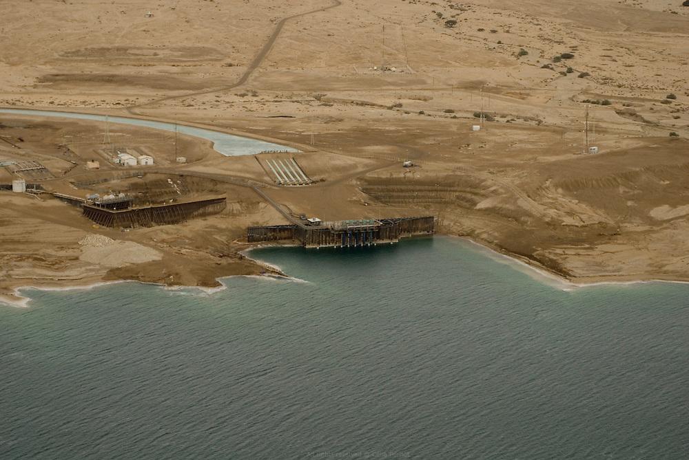 Station de pompage pour alimenter en eau les bassins d'évaporation pour l'extraction de potasse. Dead Sea Works est le quatrième producteur mondial de produits à base de potassium exportés internationalement. Israël, mai 2011