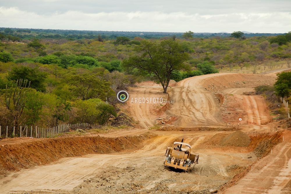 Obras de construcao da Ferrovia Transnordestina, trecho Salgueiro a Trindade. / Works on the Transnordestina railroad between Trindade and Salgueiro in northeastern Pernambuco state.