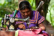 Ngäbe-Buglé es una comarca indígena de Panamá. Fue creada en 1997 a partir de territorio de Bocas del Toro, Chiriquí y Veraguas. Su capital es Llano Tugrí (Buabidí). La comarca está habitada por la etnia Ngäbe-Buglé y se encuentra ubicada en la región occidental de Panamá. ©Daniel Ho/ Istmophoto.com