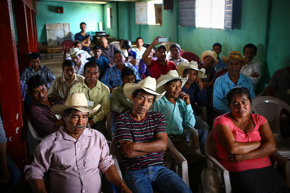 Coffee farmers with farms suffering from coffee rust fungus meet with a team from Starbucks in Union Buenavista, Ejido, Chicomuselo, Chiapas, Mexico. (Joshua Trujillo, Starbucks)