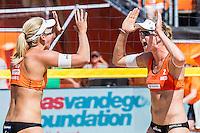 DEN HAAG - Knock-out fase beste 32 ploegen van Iersel / Meppelink (NED) tegen Baran / Gruszczynska (Polen) , Beachvolleybal , WK Beach Volleybal 2015 , Stadion op de Hofvijver , 01-07-2015 , Marleen van Iersel uit Nederland (l) en Madelein Mappelink uit Nederland (r) vieren de overwinning