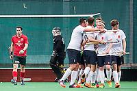 ROTTERDAM - Civicum - de Ijsel , Hockey playoffs , Hockey , Hockey club Leonidas , 21-06-2015 ,  Speler en keeper van Civicum teleurgestled na de 2-0 terwijl de Ijsel (r) het 2e doelpunt viert