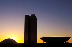 Brasilia, Distrito Federal, Brasil. Agosto/2004.Congresso Nacional em Brasilia ao entardecer.Desenhado pelo arquiteto Oscar Niemeyer/ National Congress in Brasilia, the capital city of Brazil, located in the Brazilian Federal District. UNESCO has declared Brasília a World Heritage Site. The building was designed by Oscar Niemeyer.Foto © Marcos Issa/Argosfoto.