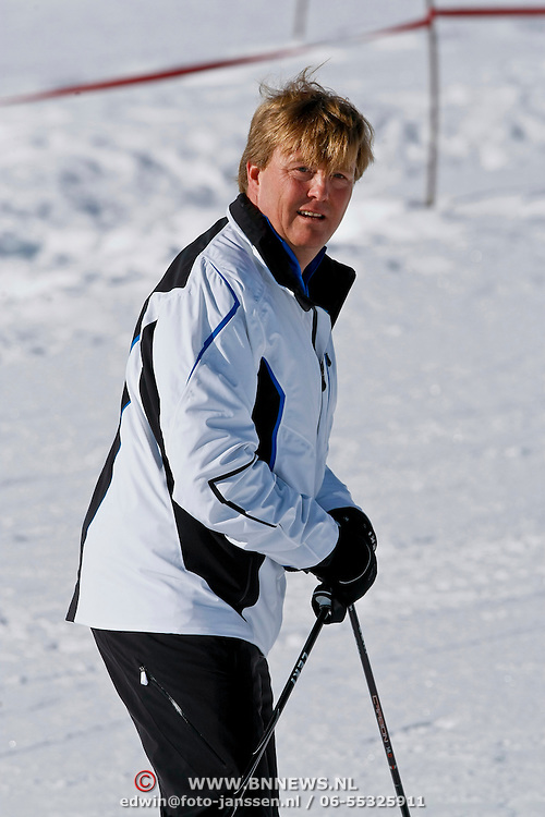 AUD/Lech/20110219 - Fotosessie Nederlandse Koninklijke Familie 2011 op wintersport in Lech, Willem Alxander